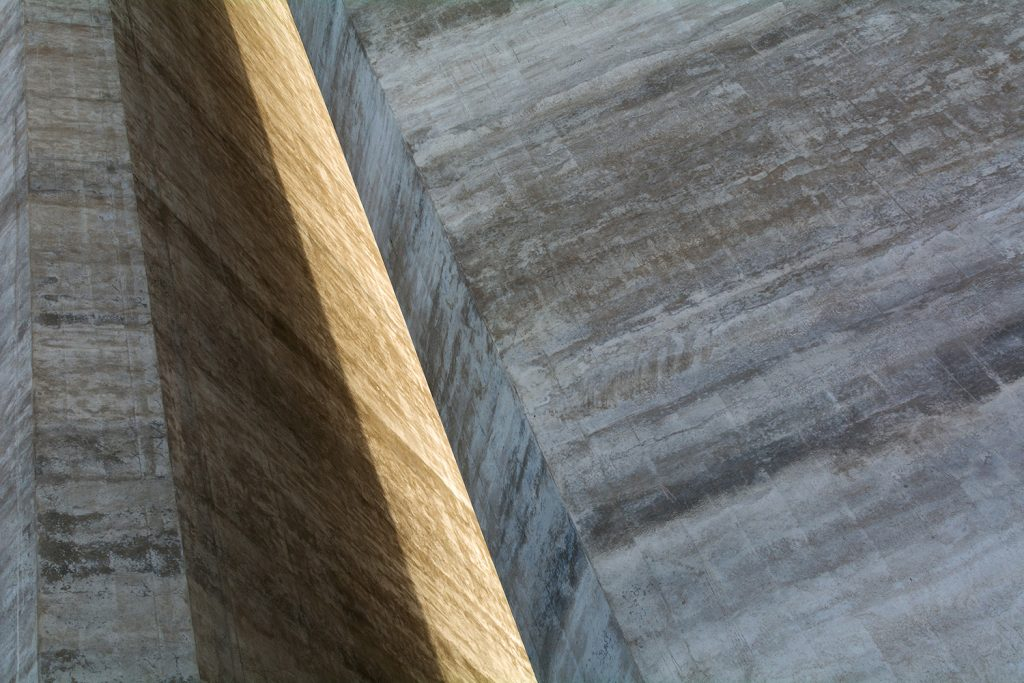 street minimalism concrete wall